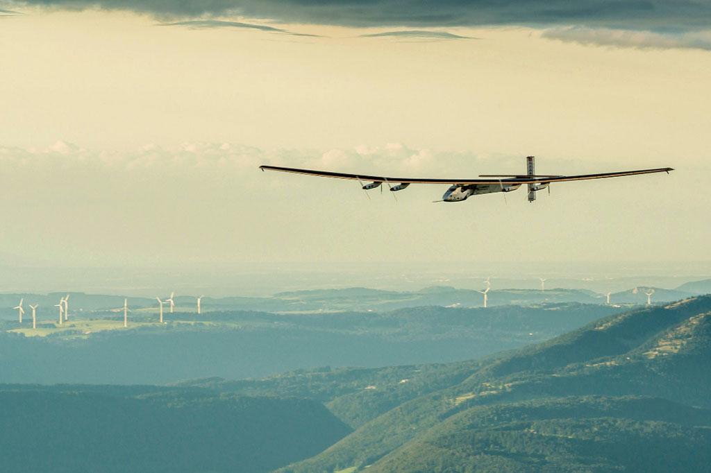 <strong>O Solar Impulse 2 é 1º avião a cruzar o mundo com energia solar.</strong>