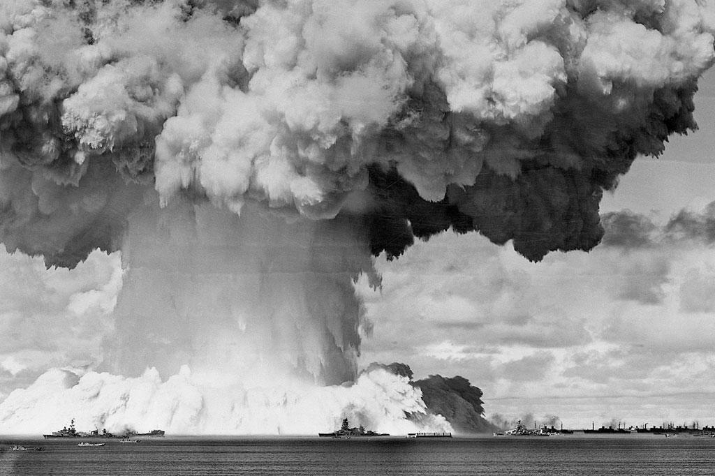 <strong>Teste realizado pelos Estados Unidos no Atol de Bikini, em julho de 1948. A coluna de fumaça alcançou 1.500 m.</strong>