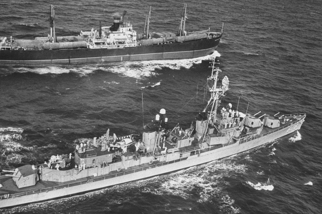 <strong>Fragata soviética atravessa o Atlântico a caminho de Cuba.</strong>