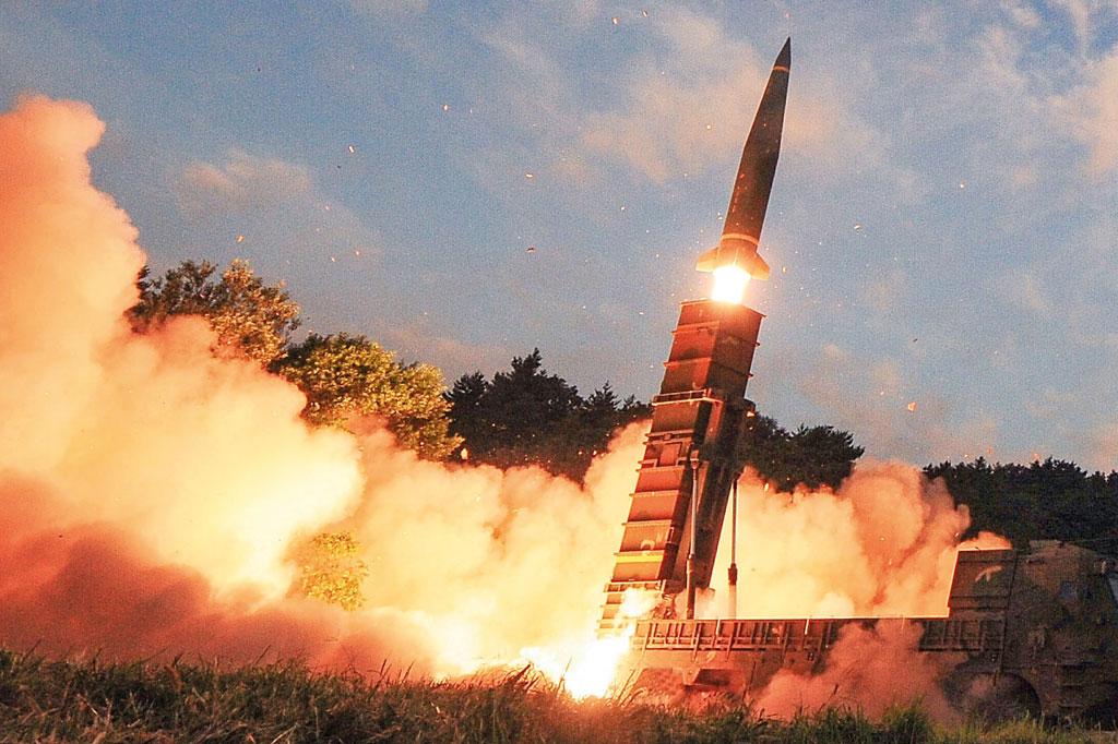 <strong>Míssil com ogiva nuclear disparado pela Coreia do Norte.</strong>