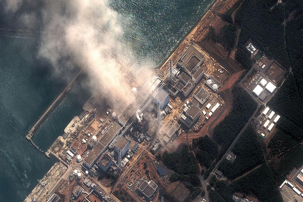 <strong>A destruição da usina nuclear de Fukushima, fotografada por um satélite, três dias depois do tsunâmi.</strong>