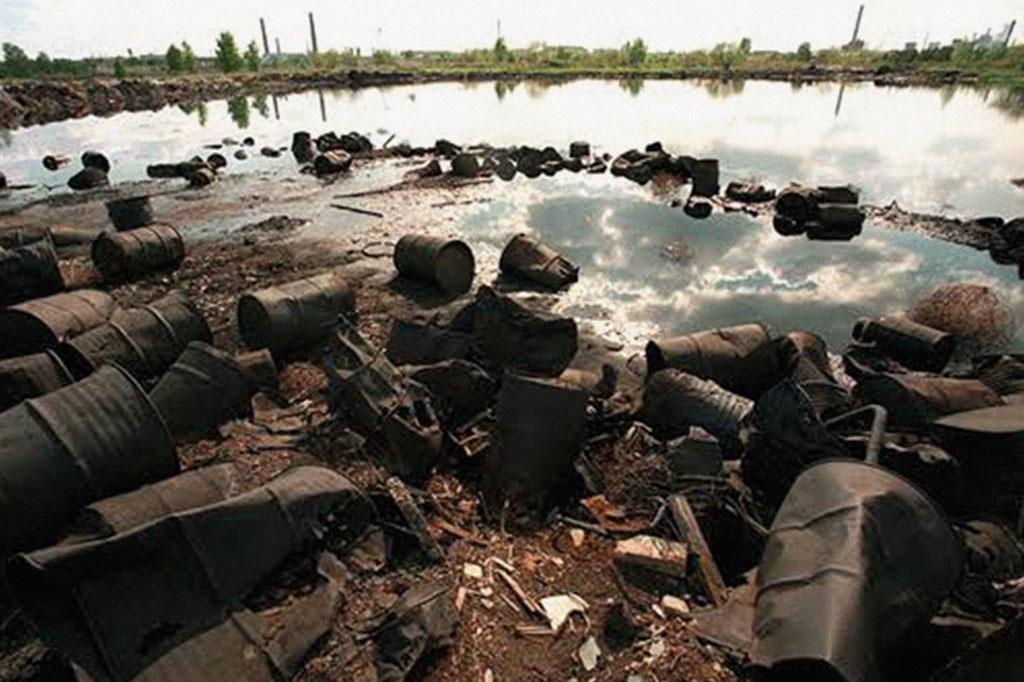 <strong>Contaminado desde 1949, o rio Techa é cercado, mas moradores entram nele.</strong>