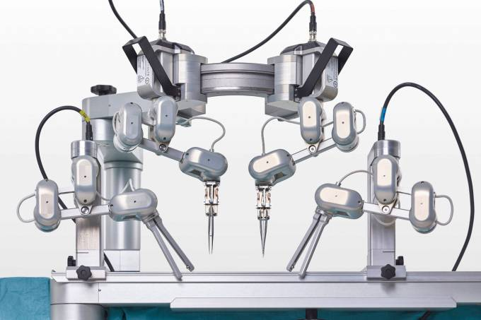 divulgaçao_reproduçao_robo_especialista_microcirurgia_teste_humanos