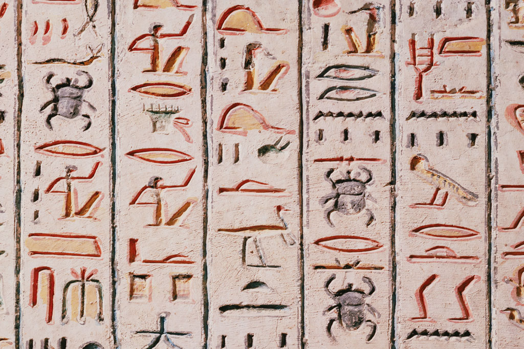 <strong>Carta para o futuro: a história do Antigo Egito chegou até nós graças aos entalhes na pedras.</strong>