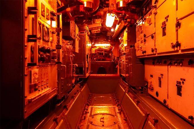 luz_submarinos_vermelha