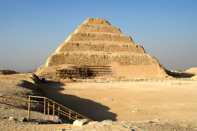 SI_piramide_Djoser