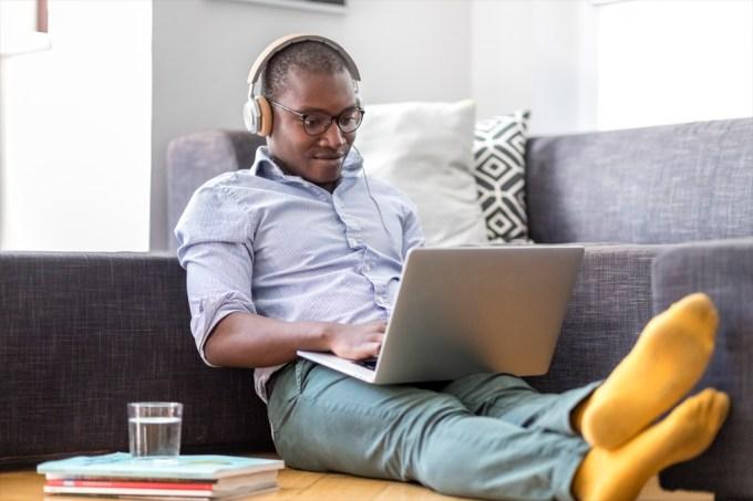 Home office: veja como a música pode aumentar a sua produtividade