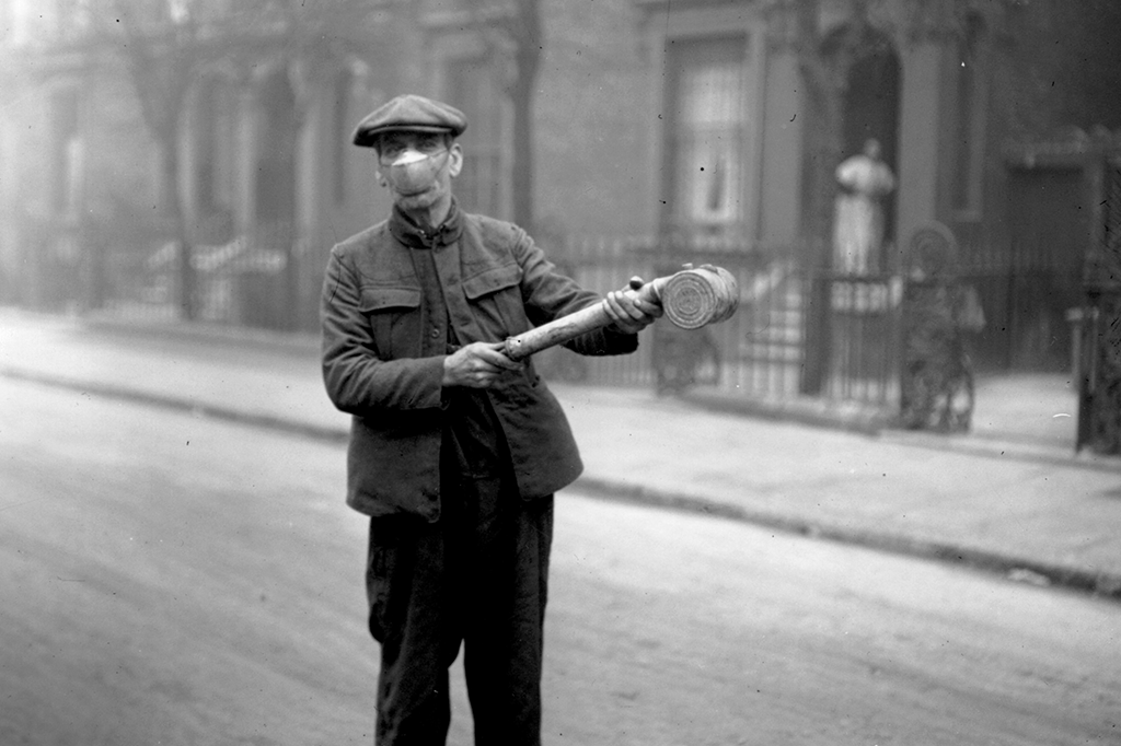 EUA, 1919: tentativa artesanal de desinfecção.