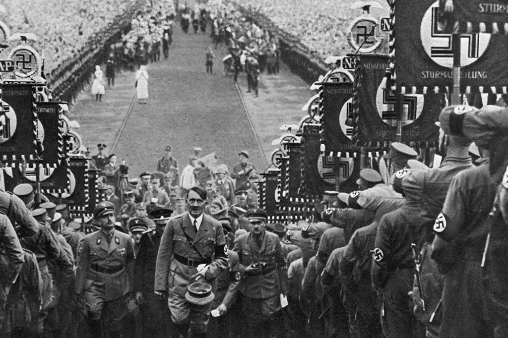 Hitler matou alguém com as próprias mãos?