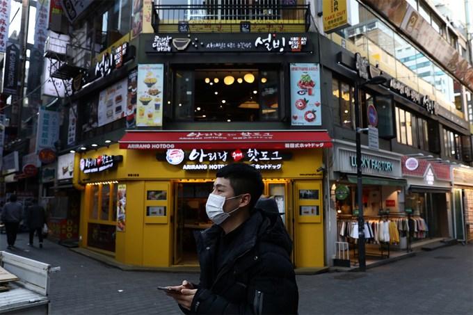Casos de Covid-19 voltam a crescer na Coreia do Sul – e a culpa é dos bares e boates