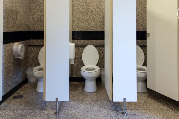 SI_banheiro_publico_FB
