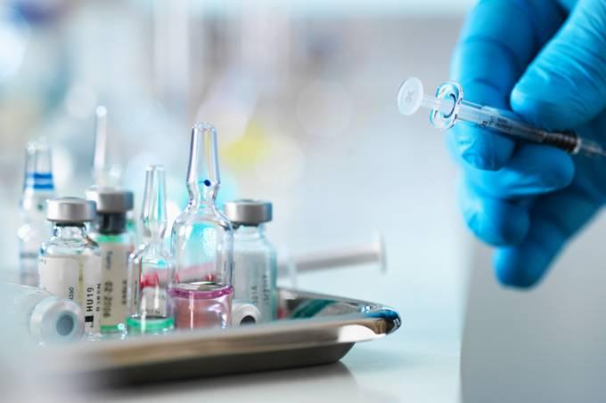 Brasil começará a testar vacina de Oxford contra Covid-19