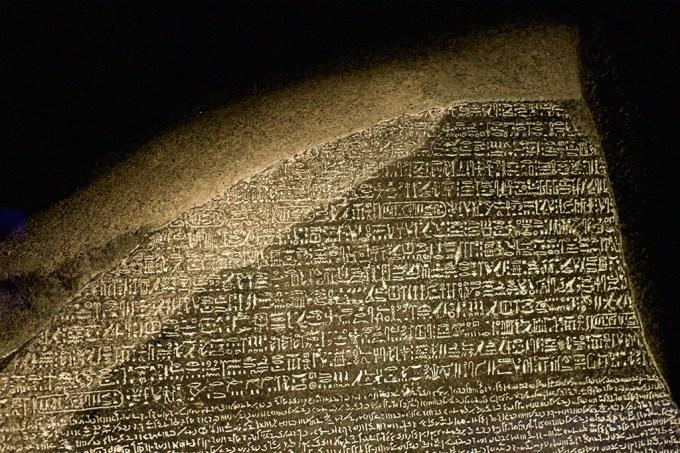 Arquivo   O que é a Pedra de Roseta (efeméride)
