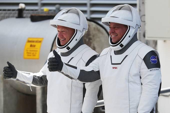 SpaceX traz de volta astronautas que decolaram para o espaço em maio