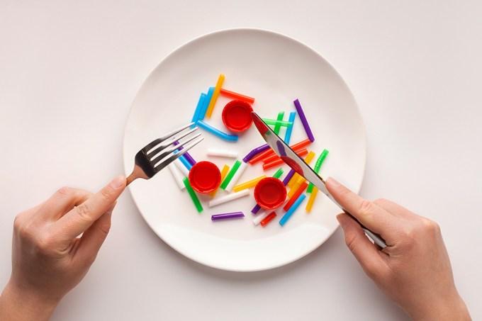 Cientistas desenvolvem técnica para identificar microplásticos dentro do corpo humano