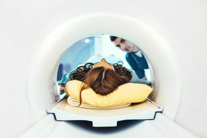 Inteligência artificial pode tornar ressonâncias magnéticas quatro vezes mais rápidas