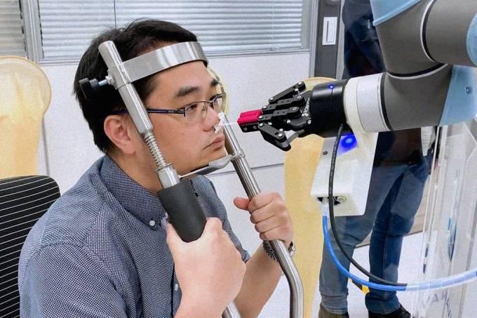 Startup taiwanesa está trabalhando em robôs que fazem teste de Covid-19