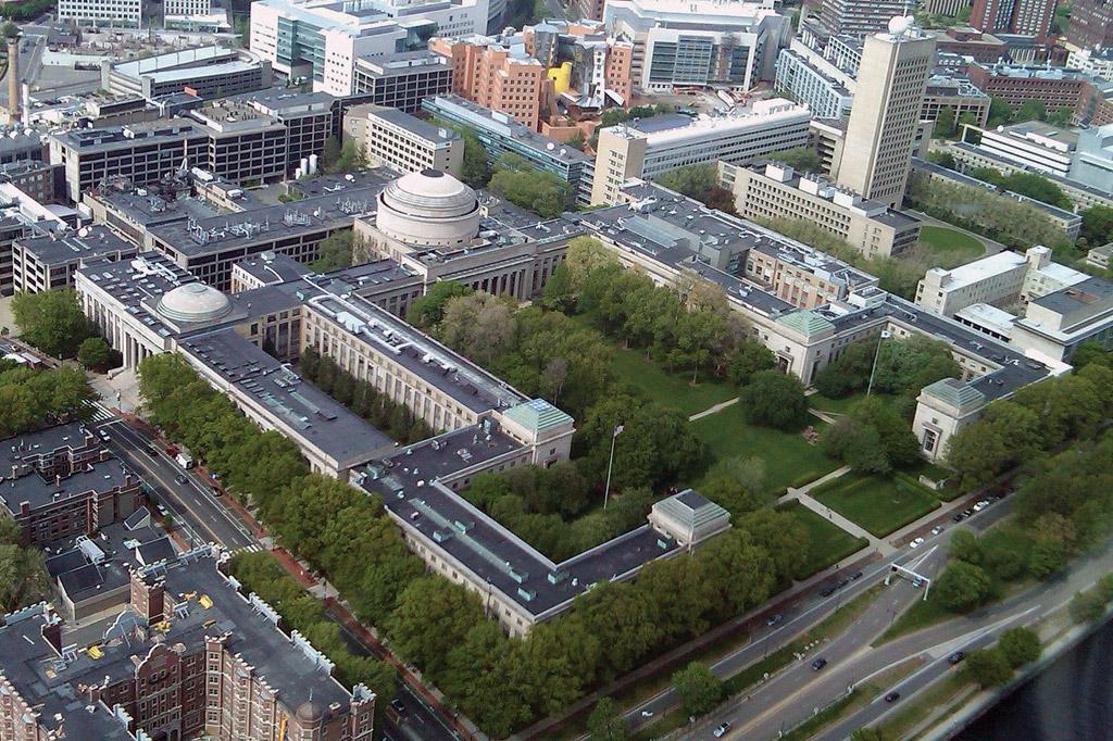 <strong>Sua área de 671.778 m2 possui mais de 20 jardins e espaços verdes.</strong>