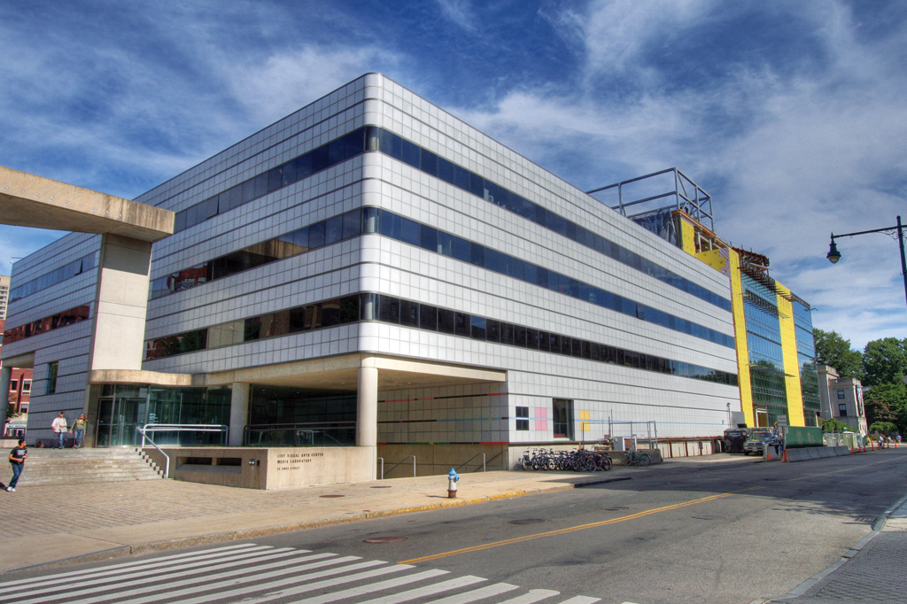 <strong>Fundado em 1985, o Laboratório de Mídia do MIT é responsável por pesquisas que englobam tecnologia, entretenimento, moda, saúde e até brinquedos.</strong>