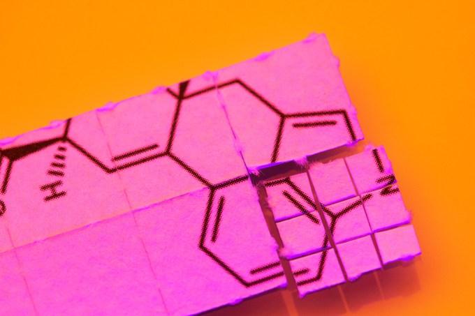 Microdoses de LSD podem aumentar tolerância à dor, diz estudo