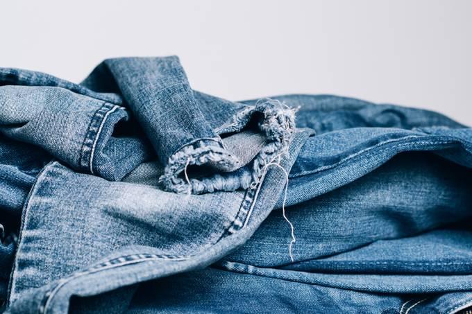 As calças jeans podem estar poluindo as águas do Ártico
