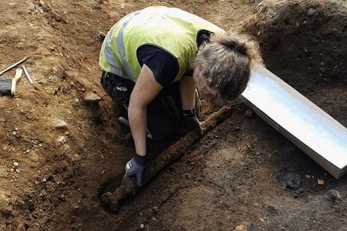 Espada viking de 1.200 anos é encontrada na Noruega