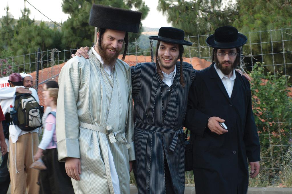 <strong>Jovens de diferentes regiões da Galileia esperam a chegada do Shabat, o dia de descanso judeu, para dançar e cantar músicas em homenagem ao rabino Shimon bar Yochai.</strong>