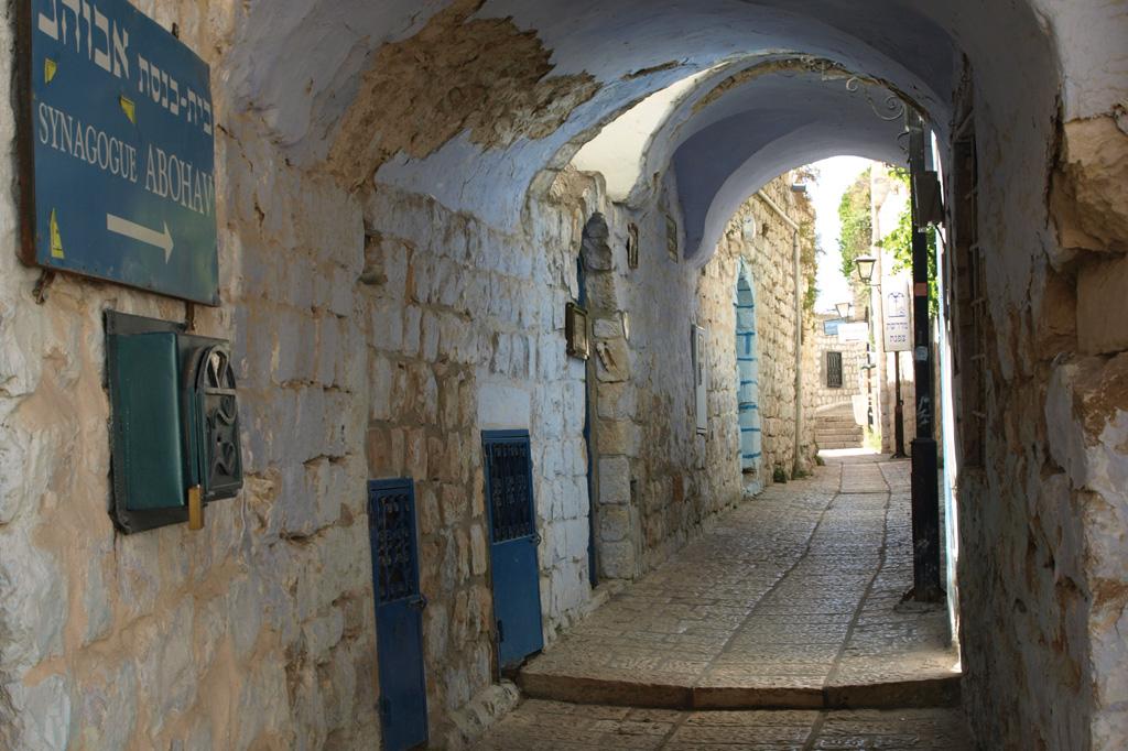 <strong>O corredor leva até a Sinagoga Abuhav, que tem um manuscrito da Torá datado da Idade Média.</strong>