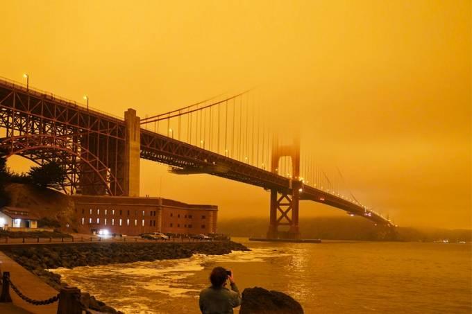 Incendios deixam céu da Califórnia vermelho