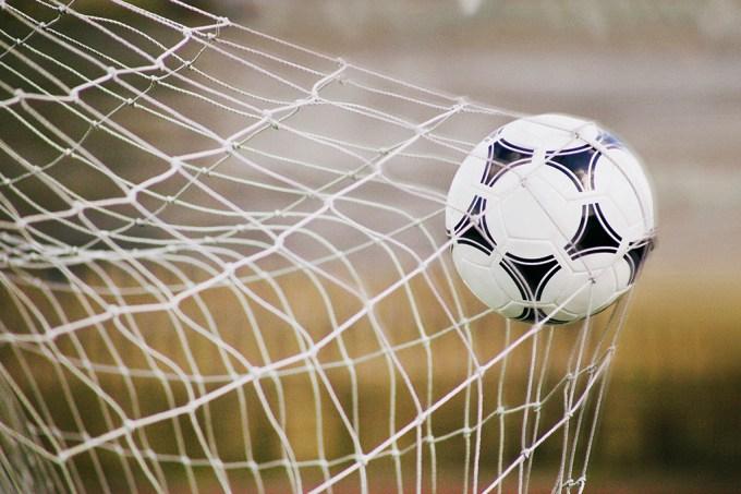 ORCL | Qual o foi o gol mais distante da história do futebol?