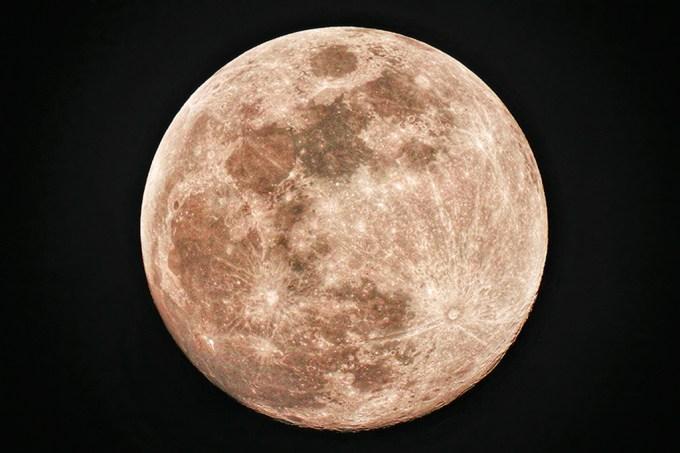 A lua está enferrujando. Mas o que explica isso?