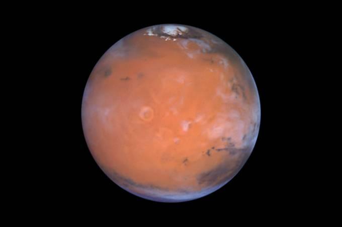 Lagos subterrâneos de água salgada encontrados em Marte
