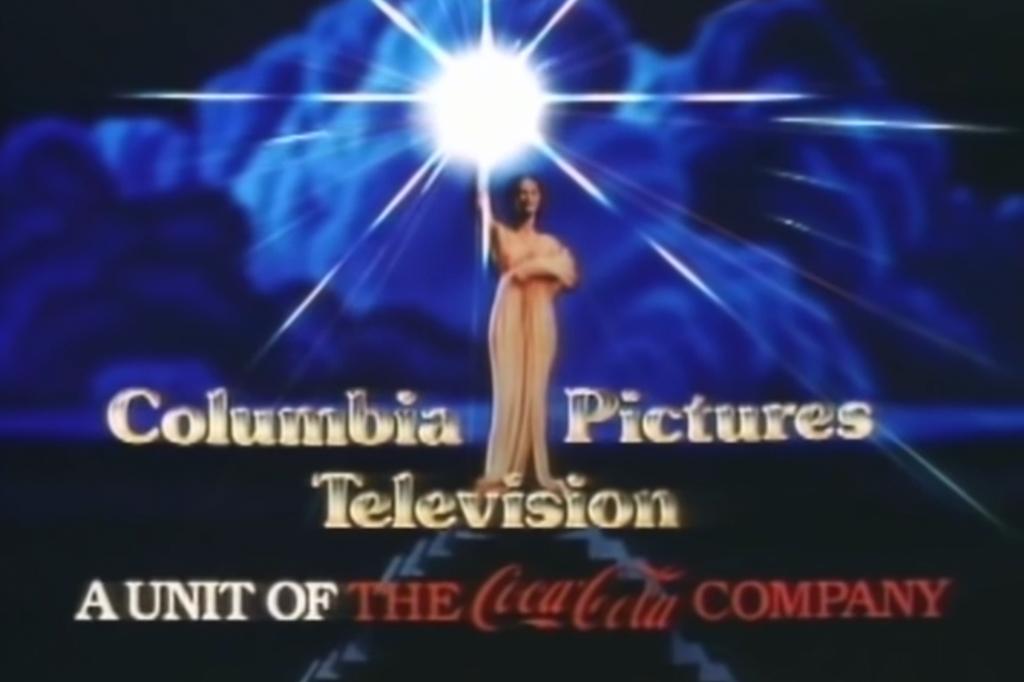 Logo da divisão de TV da Columbia com o símbolo da Coca-Cola embaixo.