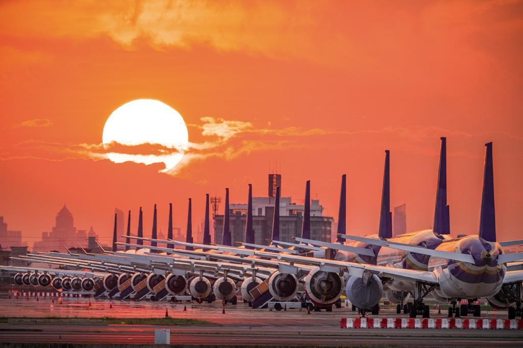 <strong>Covid-19: Nunca na história da aviação o mundo viu tantas aeronaves em solo.</strong>