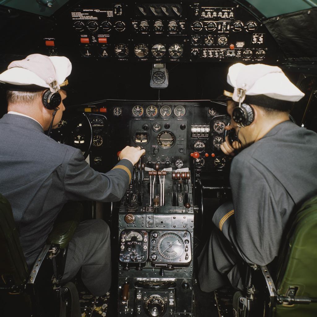 <strong>Velocidade, altitude, potência: em um cockpit clássico dos anos 1960, tudo era analógico.</strong>