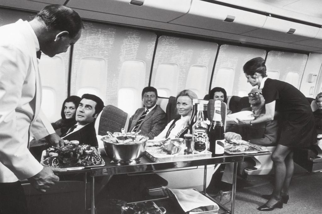 <strong>A sofisticação do serviço de bordo foi a marca de uma era de glamour que teve o 747 como protagonista.</strong>