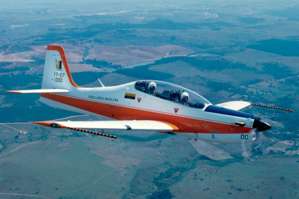 <strong>Embraer Tucano: modelo foi o primeiro avião militar 100% produzido no Brasil, em 1980.</strong>