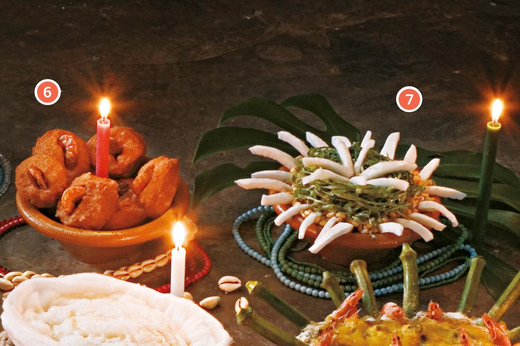 <strong>6 • IANSÃ – Acarajé (pasta de feijão-fradinho frita no azeite-de-dendê), 7 • OXÓSSI – Axoxó (milho de canjica vermelha cozido com mel).</strong>