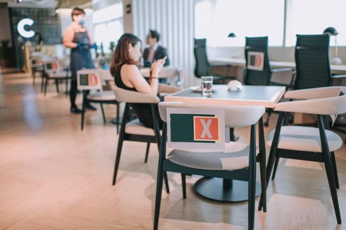 Covid-19: reduzir lotação de restaurantes pode diminuir risco de infecção em 80%