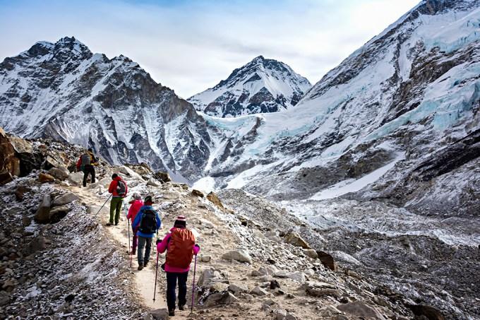 Poluição por microplástico descoberta próxima do topo do Monte Everest