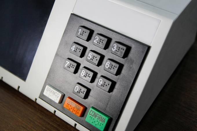 TSE desafiou hackers a burlar as urnas. O que eles encontraram