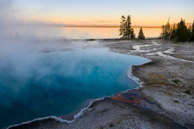 Visitantes são banidos do parque de Yellowstone, nos EUA, após cozinharem frango nas fontes termais