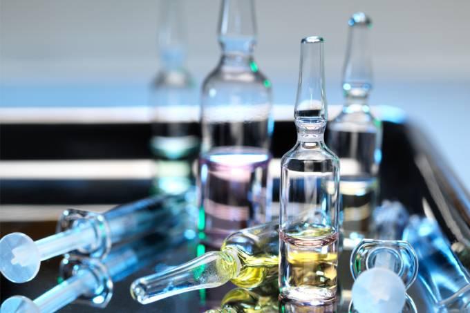 Pesquisadores britânicos pretendem misturar vacinas de Covid-19 para tentar aumentar a potência