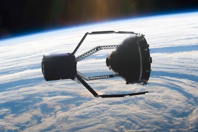 Europa planeja lançar garra espacial para capturar lixo em órbita