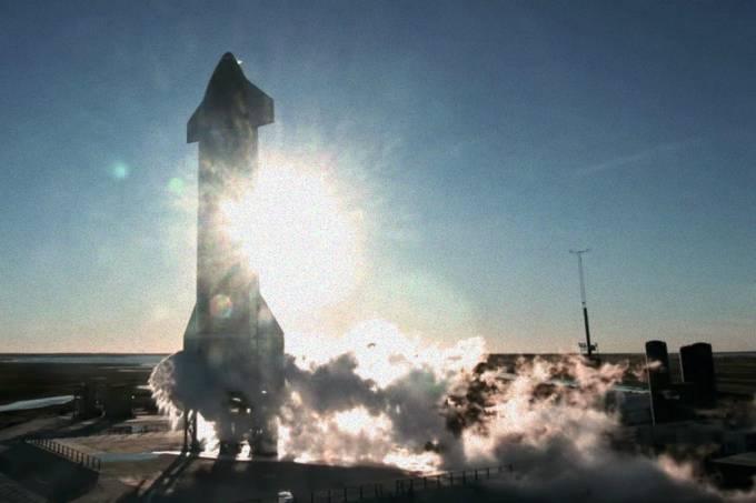 Foguete da SpaceX explode durante tentativa de pouso em teste