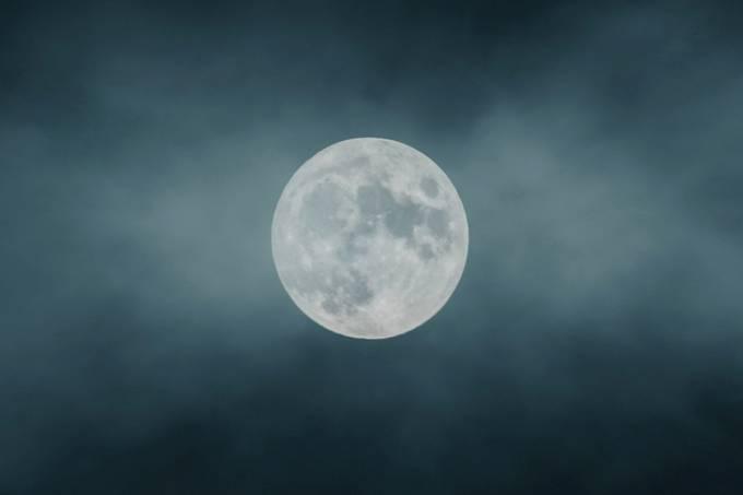 Estudo aponta que, na Lua cheia, as pessoas vão dormir mais tarde – e dormem menos