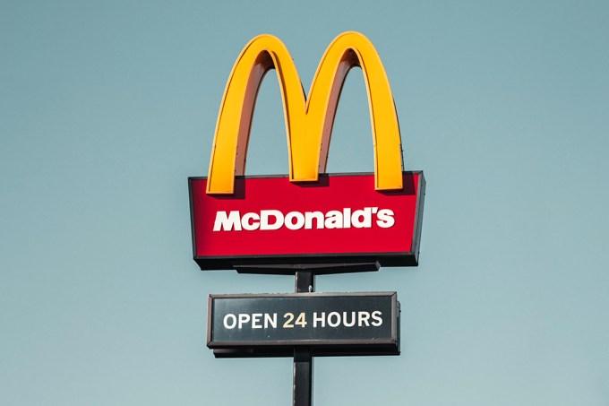 A vez em que o McDonald's comprou briga com dois dicionários da língua inglesa