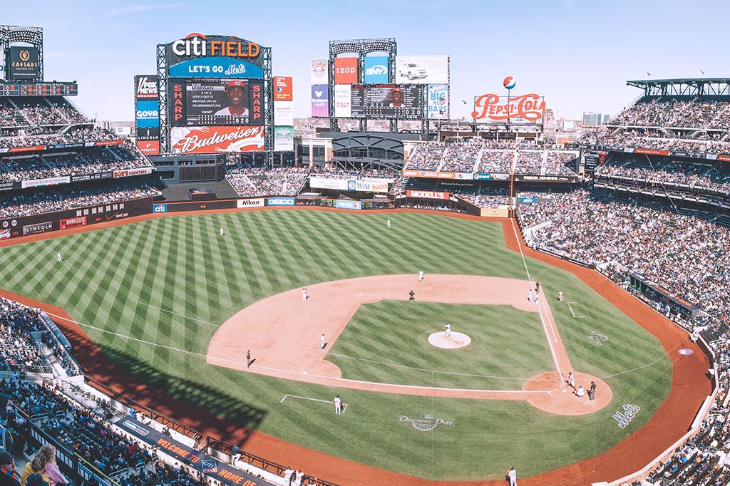 Imagem mostrando o campo de beisebol no estádio Citi Field, em Nova York.