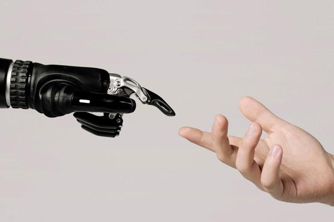 Como este estudo ensinou uma espécie de 'empatia' a robôs