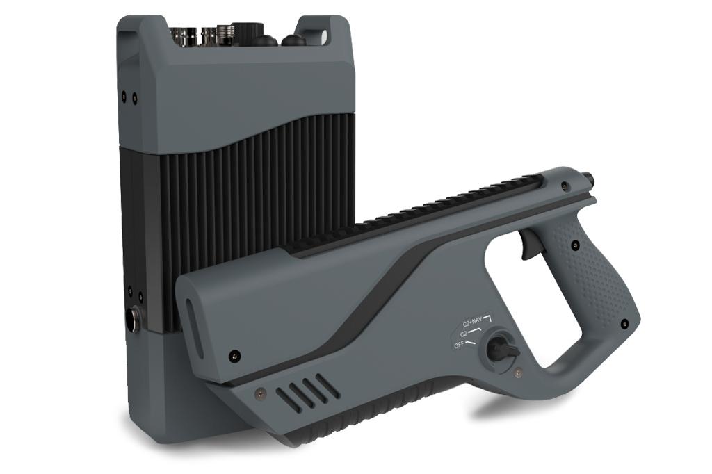 A Paladyne E1000MP dispara pulsos eletromagnéticos de 2,4 e 5 GHz que sobrecarregam os circuitos do drone.